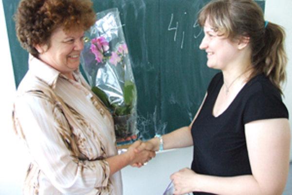 Talentovaný mladík nebol ale jedinou kuriozitou, ktorá sa na jazykovej škole prihodila. Za pozornosť stála aj Stanislava Nemčeková z Cabaja-Čápora.