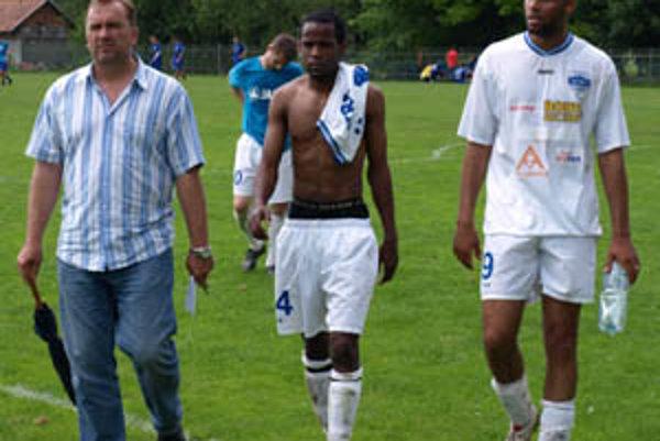 V Nitre sa v stredu ukázali Brazílčania rôznej kvality. Vľavo manažér Ivan Ondruška.