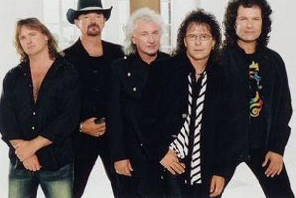 Britská skupina Smokie so spevákom Mikeom Craftom vystúpi v Športovej hale v Nitre 19. mája.