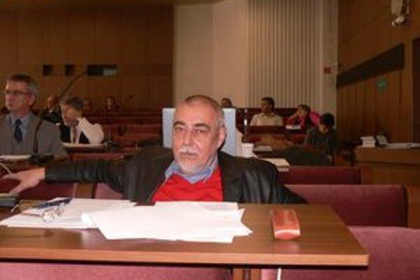 Na návrh poslanca Grella sa zvýšil počet poslancov z 18 na 21.