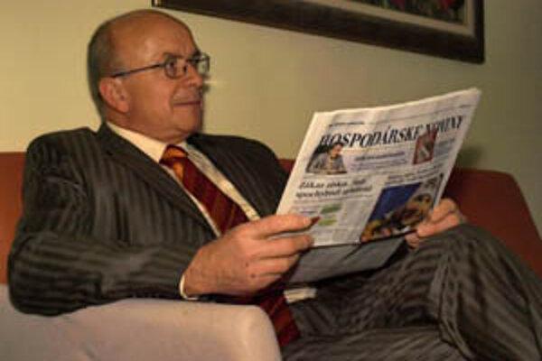 Peter Lednár má 61 rokov, narodil sa v Hurbanove. Celý život žil v Topoľčiankach, trvalý pobyt v Zlatých Moravciach nemá dlho.