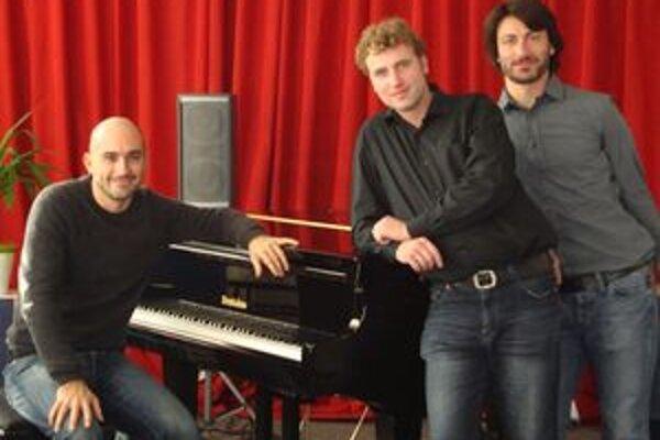 Marinelli East Trio - zľava Emilio Marinelli, Martin István a Enea Bari.