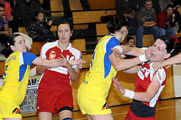 Šaliankam druhý zápas nevyšiel, stav série je 1:1. V červenom Pileková a Tóthová.