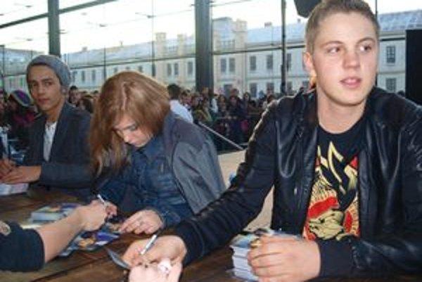 Superstaristi Jan Bendig, Dominika Stará a Denis Lacho o dušu podpisovali.
