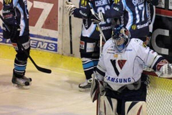 Hokejisti Nitry v nedeľu zdolali Slovan 4:2.