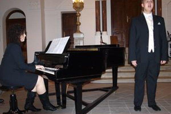Matej Benda na koncerte zaujal krásnym kontratenorovým spevom.