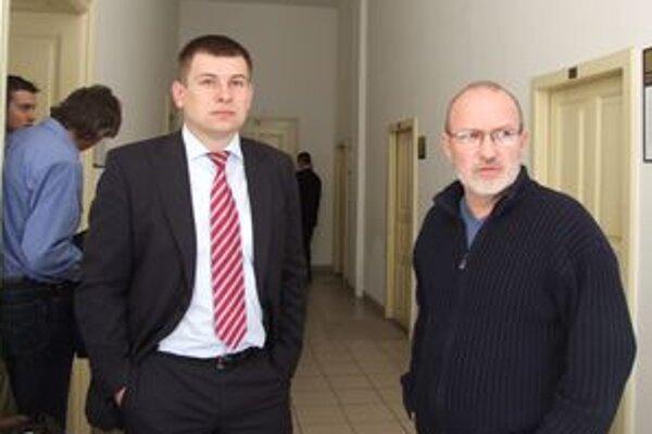 Milan Vigláš (vpravo) so svojím obhajcom na súde.