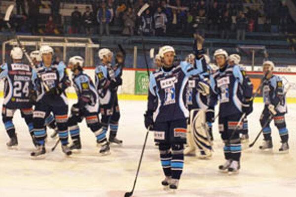 Na konci zápasu mali domáci hokejisti dôvod na radosť.
