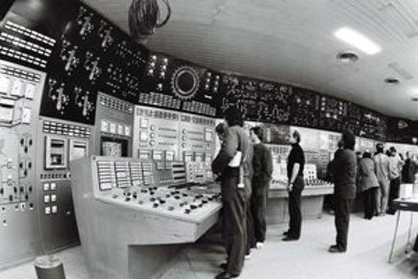 Starostovia obcí si do roku 2006 mali možnosť nárokovať na plnú daň od oboch prevádzkovateľov elektrární V-1 a V-2, Jadrovej a vyraďovacej spoločnosti a Slovenských elektrární. Po úprave zákona už nesmú.