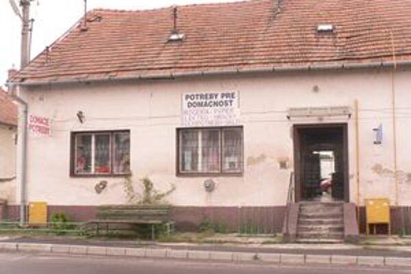 Tesne pred pravým poludním sa stal obchod s rozličným tovarom terčom mladého lúpežníka z Topoľčian.