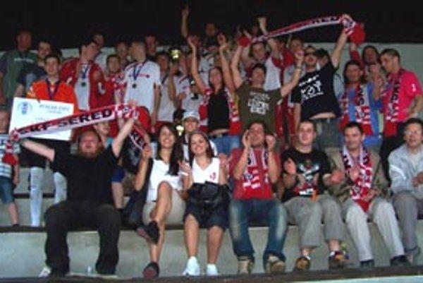 Sereď sa dodatočne teší z postupu. Prvým úspechom jari bol triumf ŠKF v Pohári ZsFZ. Tretiu ligu začnú zverenci trénera Javorku derby zápasom s Galantou.