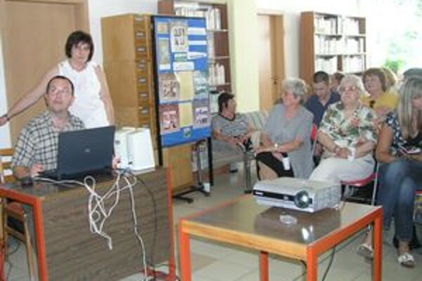 S fungovaním Digitálnej knižnice účastníkov seminára v Nitre oboznámil Peter Klema z Levoče.