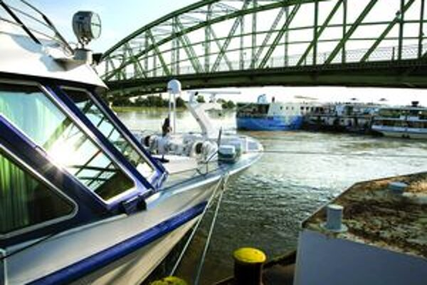 Hromadné prepúšťanie ohlásili Slovenské lodenice Komárno.