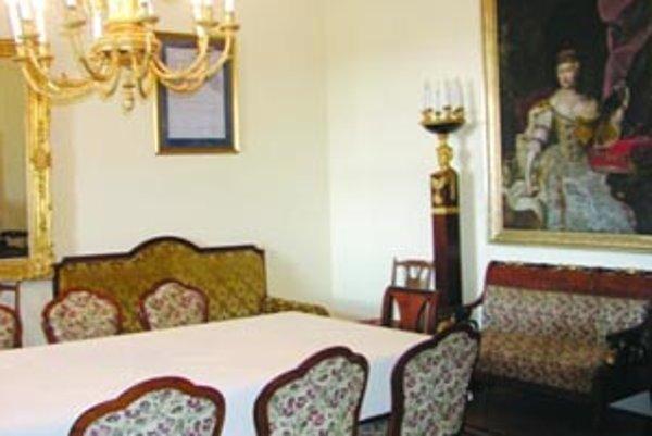 V izbe Márie Terézie visí jej podobizeň.