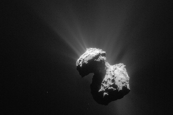 Na kométe 67P/Čurjumov-Gerasimenko objavili zlúčeniny potrebné pre vznik života.