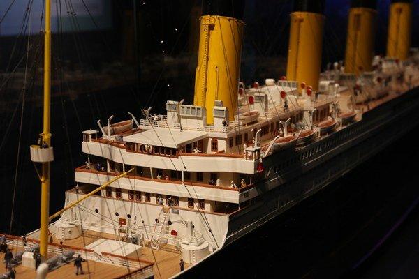 Titanic vyplával z britského Southamptonu 10. apríla 1912. PO štyroch dňoch plavby narazil do ľadovca a potopil sa o 2.20 hod. nad ránom 15. apríla. Výstava o osude najznámejšej lode potrvá v bratislavskej Inchebe do 6. decembra.