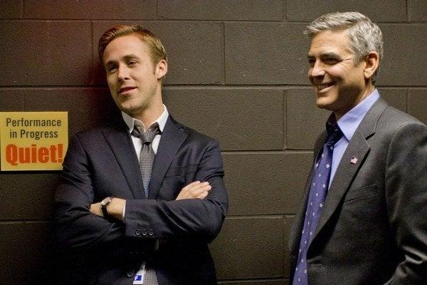 Ryan Gosling a George Clooney vo filme Deň zrady.