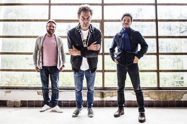 Le Payaco, to sú Juraj Vitéz, Tomáš Sloboda a Martin Stempel. Vydali spolu štyri albumy, kým sa pre osobné nezhody rozpadli na desať rokov. V júli sa vrátili s novým albumom Dnes je ten deň.