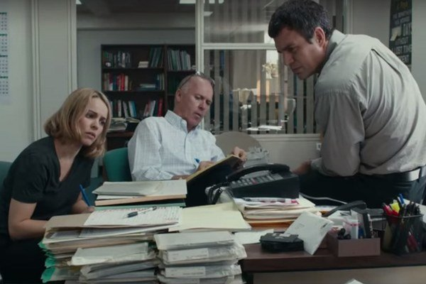 Zľava Rachel McAdams, Michael Keaton a Mark Ruffalo.