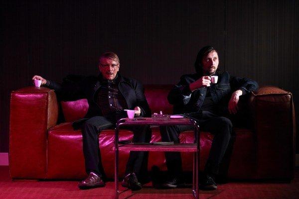 Richard Stanke a Lukáš Latinák podávajú so svojijmi kolegami v inscenácii Obeť skvelé výkony.