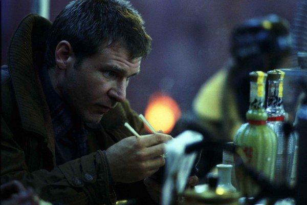 Harrison Ford sa vráti ku kultovej postave z Blade Runnera. Pokračovanie nakrúti Kanaďan Dennis Villeneuve.  Jeho dráma z Blízkeho východu Požiare bola v roku 2011 nominovaná na cudzojazyčného Oscara a potom nakrútil zvláštne scifi Enemy.