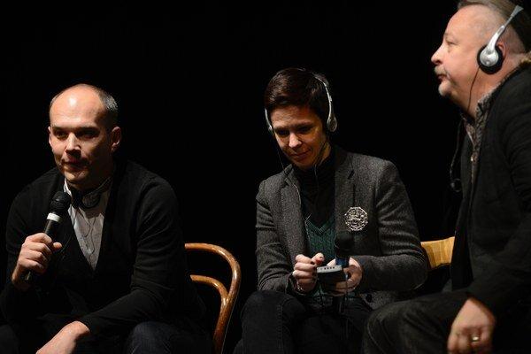 Natalia Kaliada a Nikolaj Chalezin na diskusii s Jánom Šimkom v Bratislave.