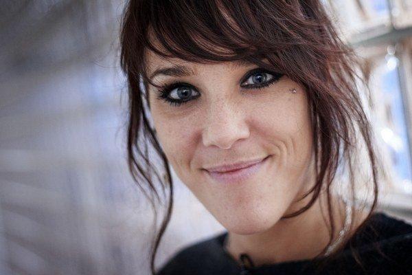 Zaz dosiaľ vydala len tri nahrávky, no už v roku 2010 žiadny iný francúzsky hudobník v zahraničí nepredal viac albumov než ona.