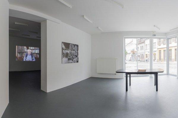Pohľad na výstavu Ilony Németh v galérii Tranzit, ktorá výstavou otvorila nové priestory. Zo Zlatých pieskov sa presunula na Beskydskú ulicu - bližšie k centru Bratislavy.