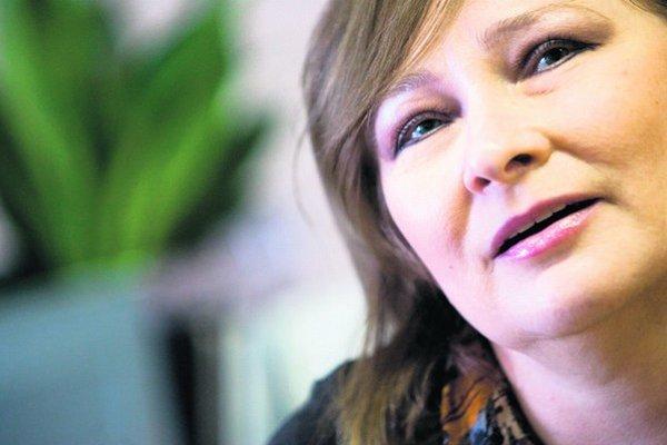 Katarína Bajcurová, historička umenia, autorka viacerých publikácií, kurátorka Zbierky moderného a súčasného maliarstva SNG.
