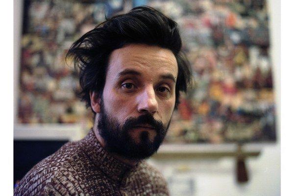 Svätopluk Mikyta (1973) absolvoval VŠVU v Bratislave, študoval na Štátnej akadémii výtvarných umení v Stuttgarte, v rokoch 2001 – 2002 bol na štipendijnom pobyte na Universität der Künste Berlin. V roku 2008 sa stal víťazom Ceny Oskára Čepana, v r