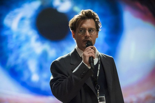 Johnny Depp vo filme Transcendencia.