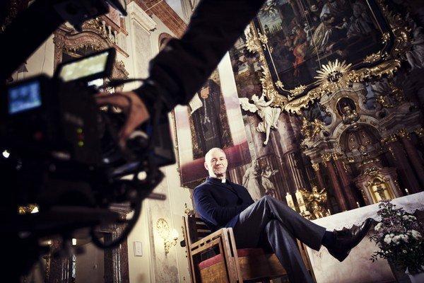 Film o arcibiskupovi Bezákovi premeškal šancu urobiť dokumentárny portrét