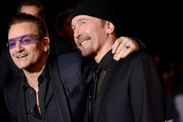 Spevák Bono (vľavo) a gitarista The Edge.