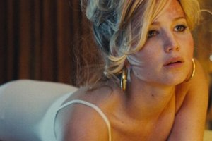 Jennifer Lawrence vo filme Špinavý trik.