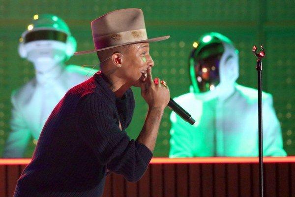 Pharrell Williams a Daft Punk zahrali svoju hitovku Get Lucky.