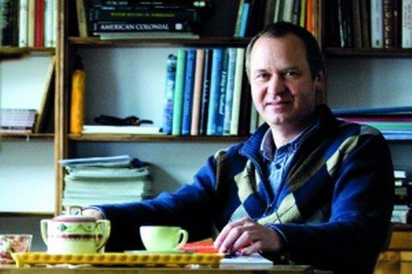 Narodil sa v roku 1958. Vyštudoval matematiku na Univerzite Komenského. Po štúdiu sa venoval produkcii a predaju softvéru, od roku 1993 aj vydávaniu kníh. Vo vydavateľstve Marenčin PT, ktoré je rodinnou firmou, má na konte 364 vydaných kníh. Je že