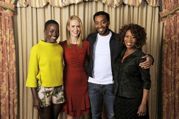 Chiwetel Ejiofo (druhý zprava) s hercami z filmu 12 Years a Slave.