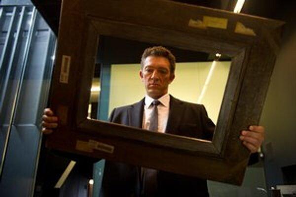 Tranz. Vincent Cassel (na snímke) hrá zlodeja, ktorý má pocit, že ho spoločník (James McAvoy) pri krádeži slávneho Goyu oklamal. Kam obraz schoval, sa pokúša zistiť s pomocou odborníčky na hypnózu (Rosario Dawson).