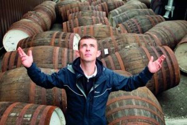 Mladým kriminálnikom vo filme Anjelský podiel život zachránila náhoda a škótska whisky. Paula Brannigana zase zachránila hlavná rola v tomto filme.