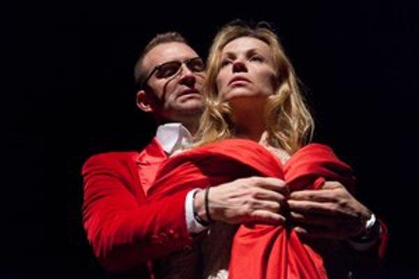 V hre Venuša v kožuchu uvidíte v divadle Aréna Tomáša Maštalíra a Dianu Mórovú.