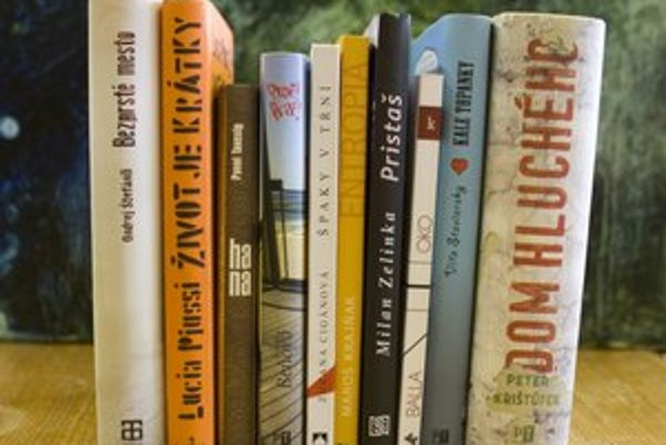 Desiatka finálových kníh.