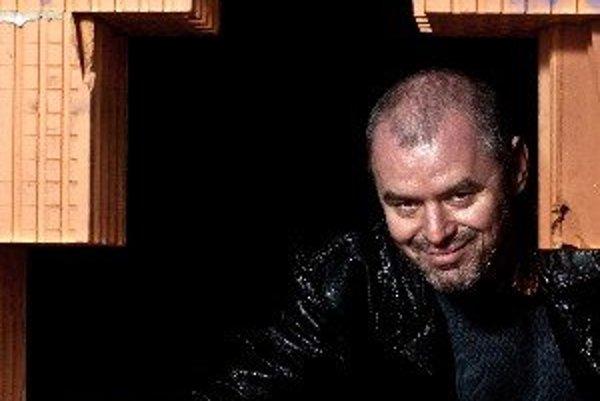 Jaroslav Mottl (1970) Herec, režisér, producent a majiteľ divadla. Narodil sa v Košiciach, kde vyštudoval SPŠ elektrotechnickú. V roku 1995 absolvoval štúdium herectva na Vysokej škole múzických umení v Bratislave. Pôsobil ako bábkoherec v Mestskom diva