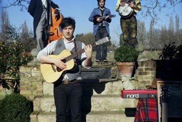 Dvadsiatnici z Londýna očarili masy akustickou hudbou.