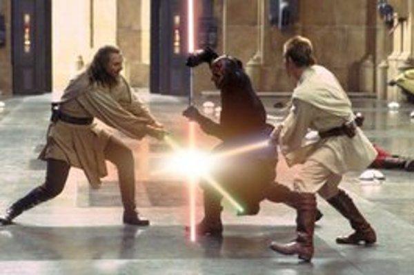 George Lucas nakrútil šesť dielov Star Wars. Epizódy IV – VI v rokoch 1977 až 1983, epizódy I – III dorobil v rokoch 1999 až 2005. Zároveň produkoval Spielbergovi Indianu Jonesa, naposledy v roku 2008 (na snímke vľavo v texte).