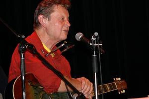 Mnohé piesne z dvojalbumu Struny ve větru hrá Vladimír Merta dodnes.