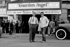 Režisér Michel Hazanavicius (vpravo) a herec Jean Dujardin pri nakrúcaní filmu The Artist. Dnes zaň majú Oscara.
