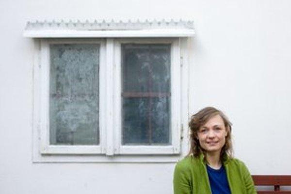 Illah van Oijen - na Slovensko prišla v roku 2005. Zatiaľ jej vyšli dve fotografické knihy: Bratislava - mesto na mieru a Košice - dzivosť v srdci. Práve pripravuje tretiu knihu, ktorá bude o Žiline, je spoluorganizátorkou Dobrého trhu. V Stredoeurópskom