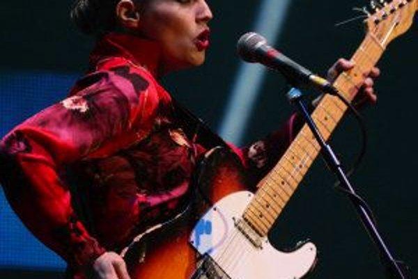 Anna Calvi zatiaľ nahrala iba jediný album, no poklony jej skladajú fanúšikovia, kritici aj muzikanti ako Brian Eno či Nick Cave.