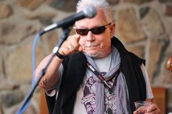 Eric Burdon vystúpi  na Pocte slobode na hrade Devín vo štvrtok 25. augusta. Na ďalších snímkach areál počas prvého ročníka podujatia v roku 2009 a The Animals v roku 1964 (zľava Eric Burdon, Alan Price, Chas Chandler, Hilton Valentine a John Steel).