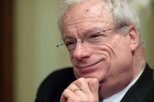 Christopher Robert Smith (1951). Študoval na Watson's College v Edinburghu, Harvarde a Pembroke College v Cambridgei, kde získal titul PhD. a v súčasnosti pôsobí ako honorary fellow. V rokoch 1983 - 2005 bol poslancom Dolnej komory britského parlament